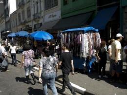 Vendedores ambulantes seguem em situação difícil, mesmo após reabertura do comércio