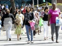 Retomada da economia sem política pública piora vida das mulheres