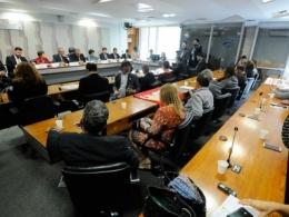 Nos seis meses da lei trabalhista, Paim e juízes apresentam 'nova CLT'